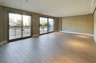 Exclusive 4 bedroom apartment with private pool and terrace for rent in Sarria