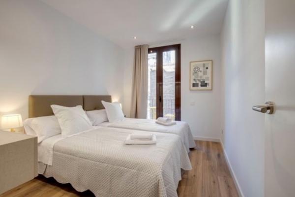 Se alquile un esplendido piso amueblado en Sagrada Familia