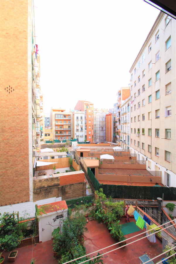 Nicely renovated 3 bedroom apartement for rent in the Eixample