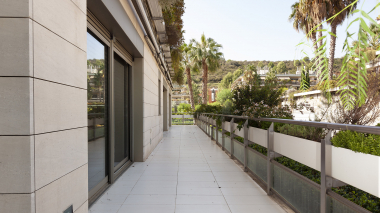 4 bedroom apartment with large terrace for rent in a priviledged environment