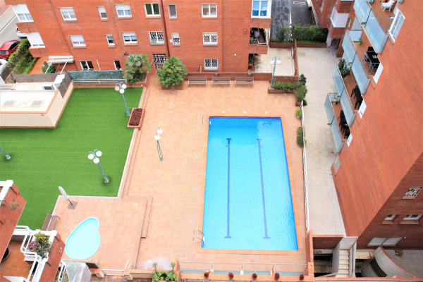 Large 3 bedroom penthouse with 4 terraces and parking for rent in Bonanova