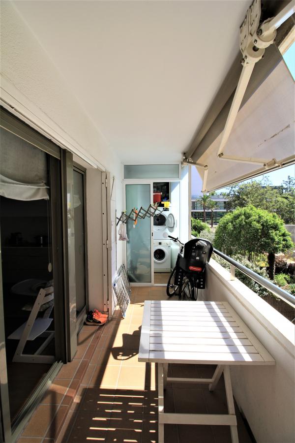 Piso moderno de 3 habitaciones con terraza en alquiler al lado del mar