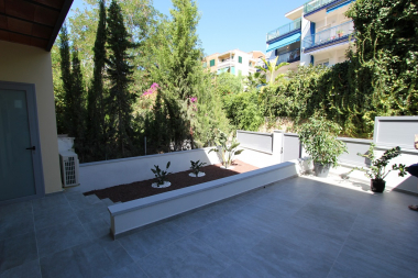 Luxury apartment with terrace and garden for rent in Stiges