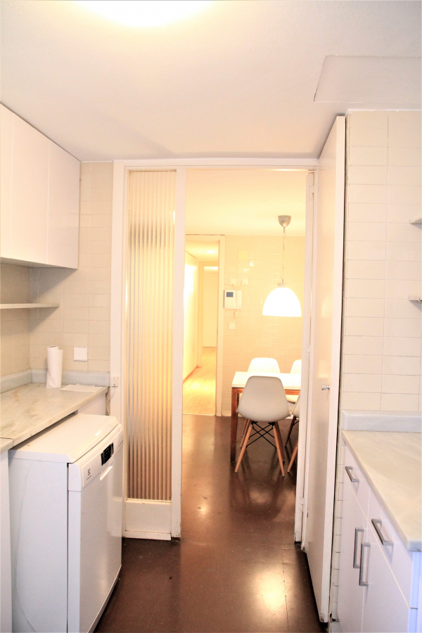 Spacious 5 bedroom furnished apartment for rent in Sarria