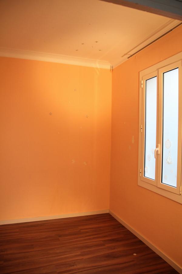 En alquiler piso sin muebles de 4 habitaciones con terraza en la Rambla Cataluña