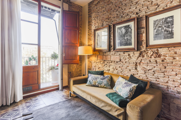 Furnished 3 bedroom apartment with balcony for rent in the Ciutat Vella
