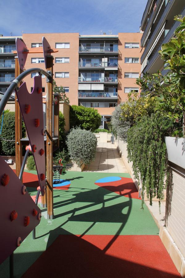 Piso de 2 habitaciones con piscina comunitaria en alquiler en la Rambla del Poble Nou