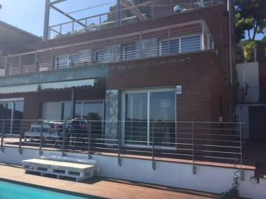 Fantastic mordern house with swimming pool for rent in Castelldefels