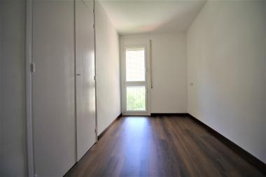 Piso a estrenar de 3 habitaciones con terraza y parking en alquiler Les Corts