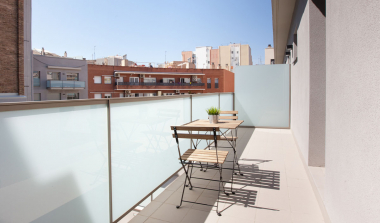 Fantastic 2 bedroom apartment with terrace for rent in Sants
