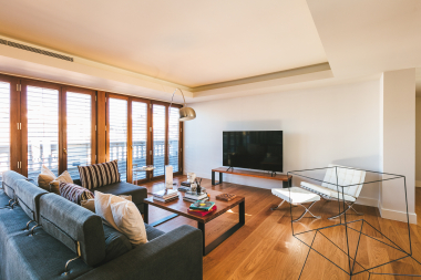 Beautiful 3 bedroom apartment with private terrace for rent in the Casa Burés