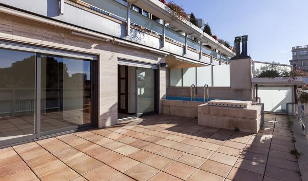 Se alquile una gran casa con piscina privada en Sarria, Barcelona