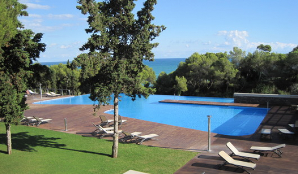Duplex penthouse for rent, fully furnished with swimming pool in Garraf