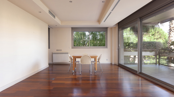 Exclusive 4 bedroom apartment with private terrace and communal pool for rent in Pedralbes