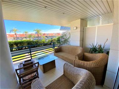 Atico duplex de 4 habitaciones con 2 terrazas en alquiler en Sitges