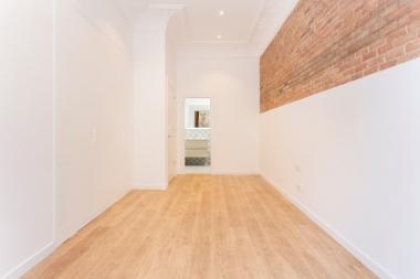 Piso reformado de 3 habitaciones en alquiler en Eixample Dreta