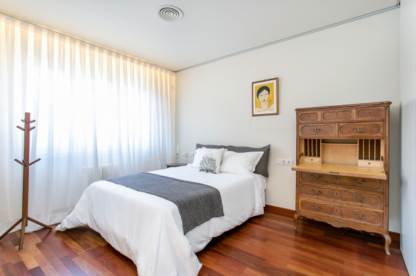 Fantastic 2 bedroom furnished apartment for rent in the Turó Park