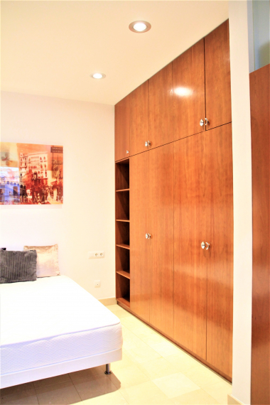 Bright and fully furnished 1 bedroom apartment for rent near the Paseo de Gracia