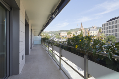 Lovely 3 bedroom apartment for rent with communal pool in Sarria